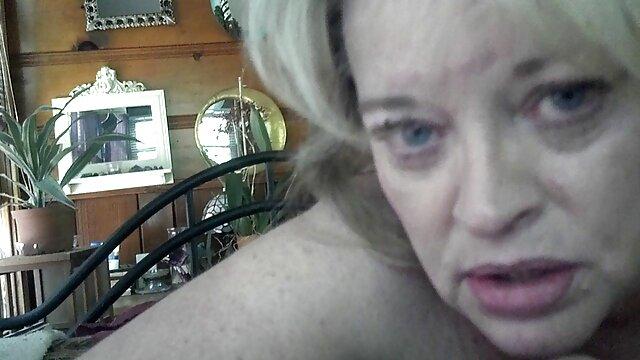 ლამაზი, სექსი ჩაცმულ ქალსა და შიშველ მამაკაცთა შორის
