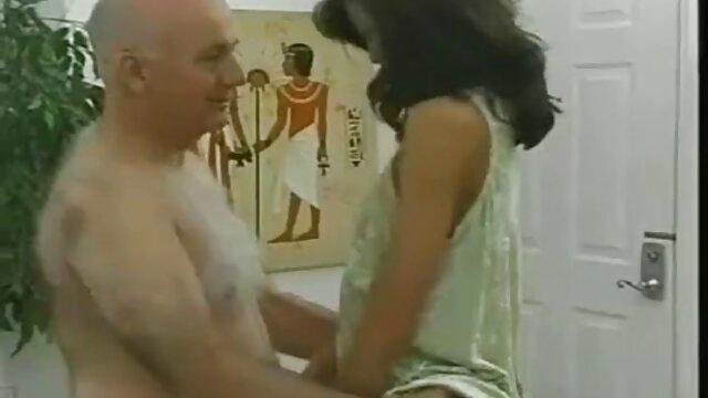 დაქორწინებული ბუღალტერი მსუქანი ცოლი სიმულაციური ელექტროგამანაწილებელი ფიცს ავტოფარეხით