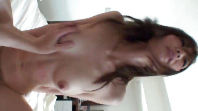 Julia იწყება sucking სპერმის ტუმბოს მსუქანი ტრაკი პორნო ფრჩხილის.