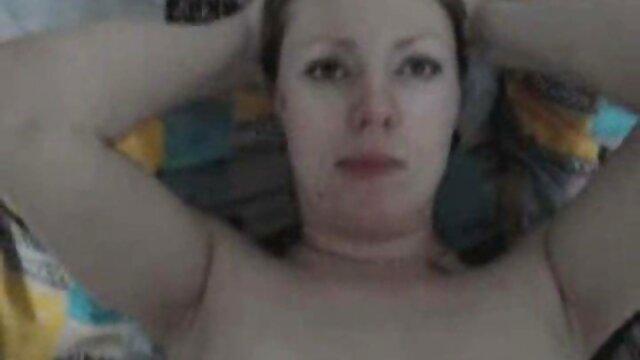 მუშაობის შემდეგ, მე დაღლილი ქალი. მსუქანი პირველი პირის კამერა პორნო